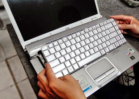thay-ban-phim-laptop-lay-ngay
